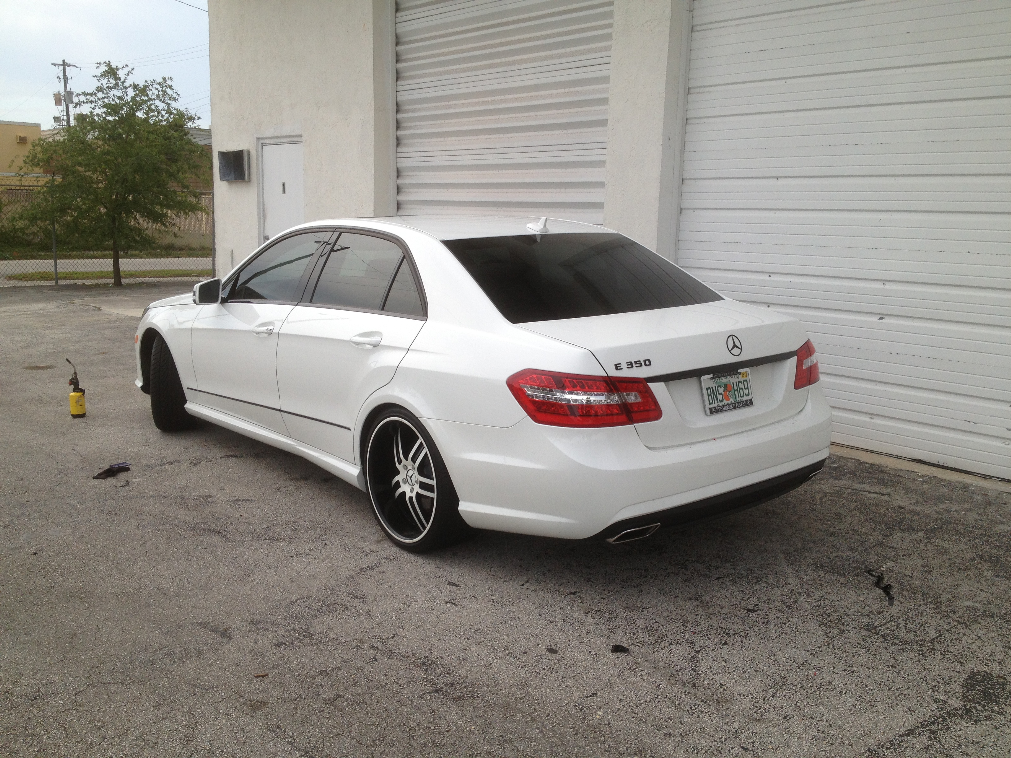 2015 Mercedes E350 >> Intack Signs and Wraps » Mercedes Benz E350 Chrome Delete and Gloss Black Roof Wrap